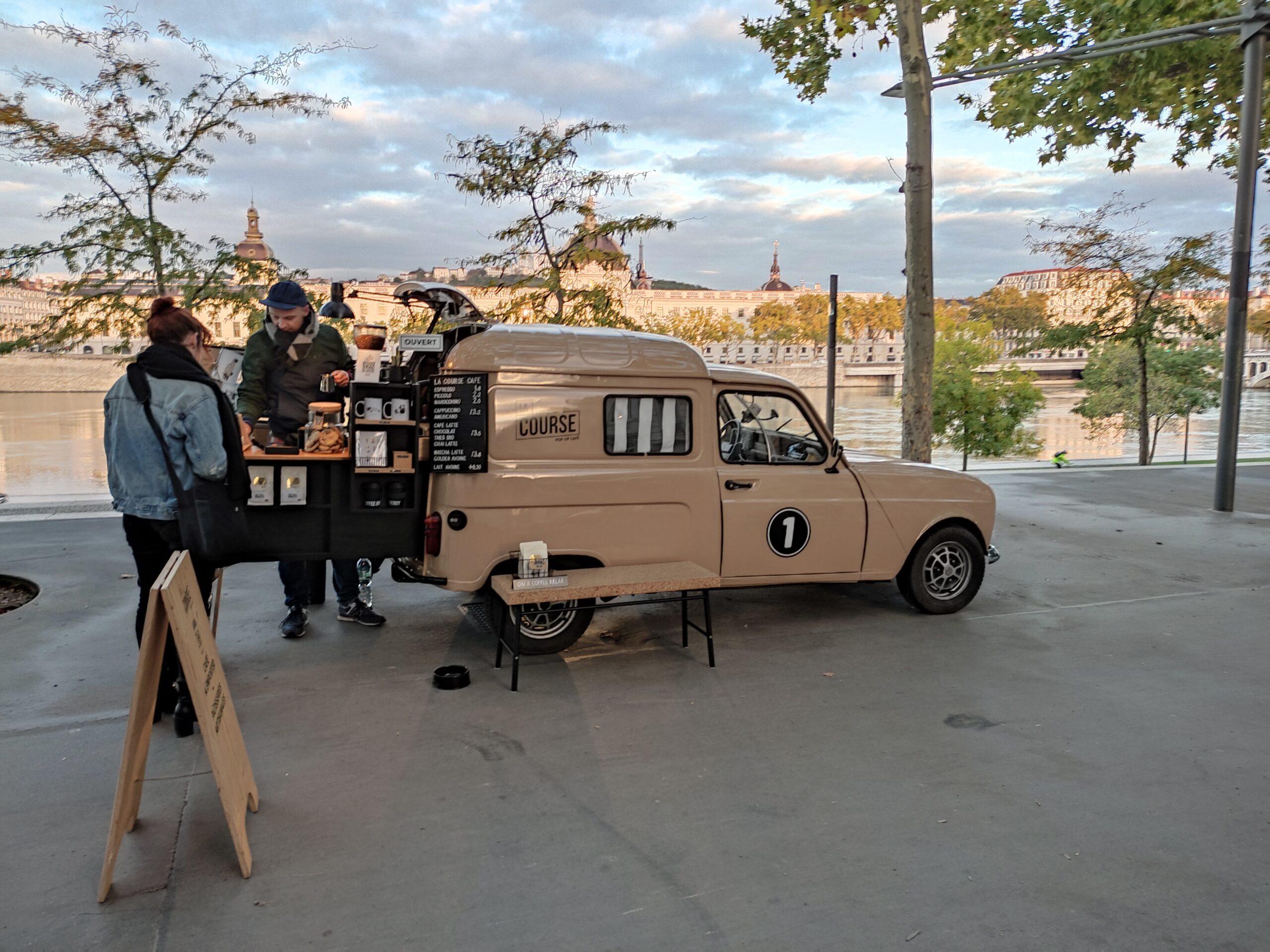 La Course café est présente du mardi au vendredi matin sur les quais Augagneur à Lyon. 7/10/2021 © Adèlia Paolillo